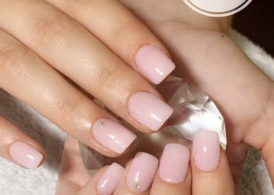 extension-ongles-rongés-rose-pale-strass-auray-400x284